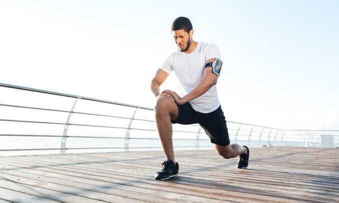 股関節の痛みを和らげる内転筋ストレッチ
