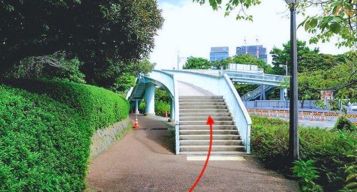 皇居側への歩道橋