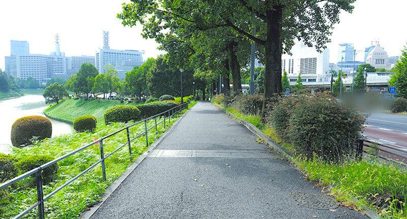 6.2kmの皇居ランニングコースガイド 下り坂