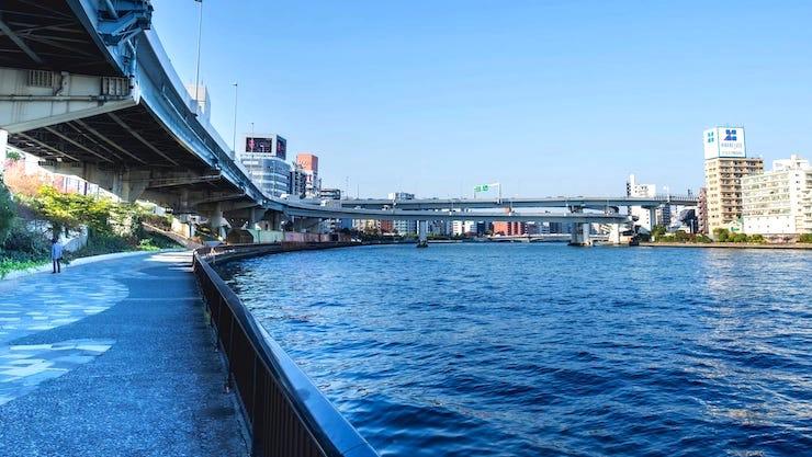 新大橋近くの隅田川テラス